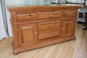 Broyhill Dresser/Buffet/ Entertainment Unit