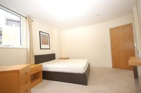 Limehouse exclusive - 2 bed Apartment with Balcony