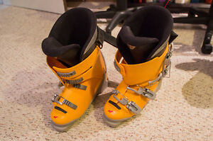 Downhill Nordica W5 Ski Boots - Size  270/275  Youth's US size 5