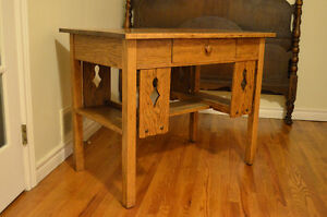 Beautiful Antique Solid Oak Library Table/Desk