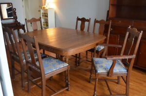 Beautiful Antique Solid Oak Dining Table/6 Chairs