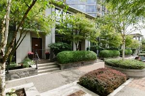 YALETOWN TOWNHOUSE! OPEN HOUSES JUNE 25/26 FROM 2:00 - 4:00!