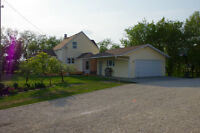 ACREAGE ONLY 30 MIN FROM WINNIPEG!  RARE FIND!!