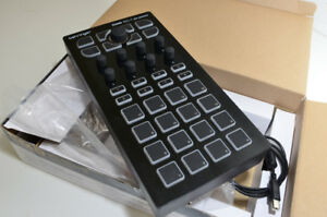 Behringer CMD DC-1 USB DJ Controller with box