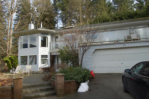 2 homes on acreage in Duncan!