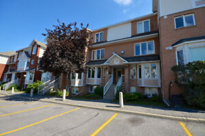 DESIRABLE BEACONWOOD 2 bed, 1.5 bath condo, MOVE IN READY!
