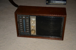 1963 RCA AM/FM tube table radio