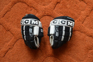 Youth hockey gloves