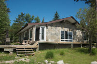 Lakefront luxury cottage minutes from Kenora