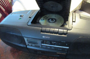Sony CFD-350 w/remote control. Price reduced again. West Island Greater Montréal image 2