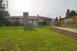Beautiful 3 Bedroom Home UpperLevel Available Now!!