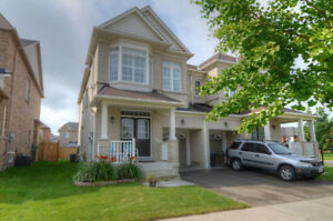 Stylish 3 Bedroom + 2nd Floor Family Room In Stoffville