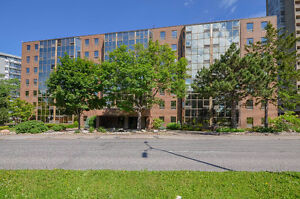 Now's your chance, Move in ready Condo in Carlingwood