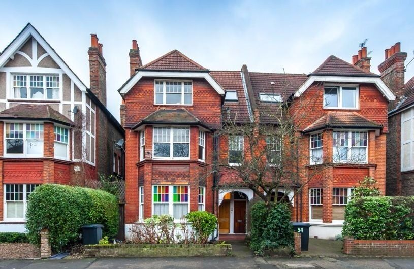 MASSIVE STREATHAM 3 BED HOUSE WITH GARDEN !!! - ONLY £430 PER WEEK!!!