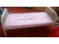 HOUSE CLEARANCE: White metal toddler bed. ONLY £5