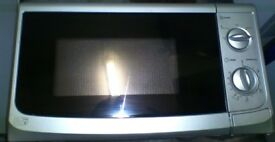 Modern 17 Litre / 700 Watts Microwave Oven in Silver Colour Multiple Heat Settings + Fully Working!