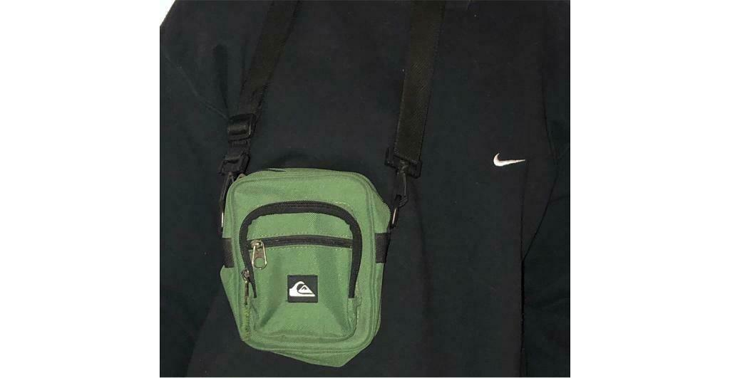 4b30bc3be810 Quiksilver green man bag   shoulder bag
