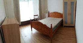 Double bedroom in 4 bedroom shared house - Swansea, close to city centre