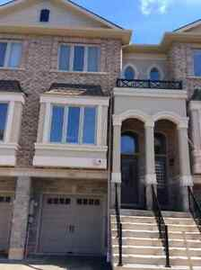 Excellent Location - Nearly New Townhome - Mins to GO Station !