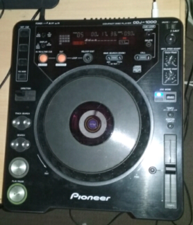 Pioneer CDJ 1000 - Pro DJ CD Player / Turntable