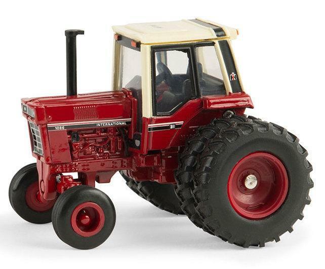 Case International Harvester 1086 Tractor Museum Edition 1/64  Die-Cast  Ertl