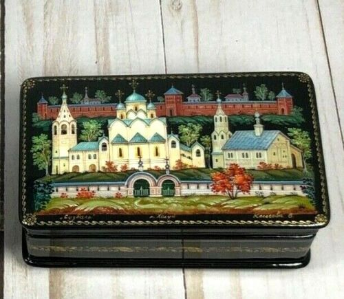 Russian Lacquer Box from Kholui based on Traditional Russian Scenes