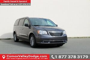 2016 Chrysler Town & Country Touring-L Bluetooth, 7 Passenger...
