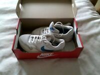 Nike unisex AIR trainers size UK 5