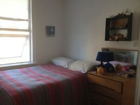 Beautiful double room in creative house-share, Queen's Park - huge Regency Townhouse