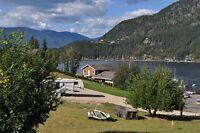 Need a fall getaway ? Golfing ? See the Salmon run ?