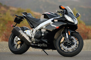 RARE BLACK APRILIA RSV4 LOW KMS MINT CONDITION DEALER MAINTAINED