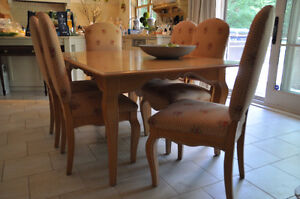 Selling 8 piece dining room set West Island Greater Montréal image 1