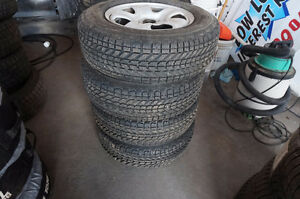 HONDA CRV RIMS AND TIRES 215 70 16 WINTER