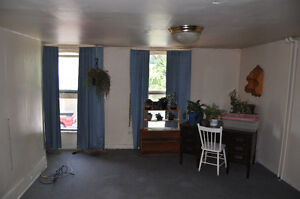 Large Downtown Apartment In Brockville