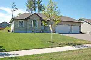 """""""A MUST SEE"""" 5 BEDROOM BUNGALOW  ID# 1005984"""