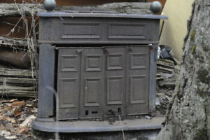 ANTIQUE CAST IRON WOODSTOVE