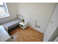 **Stunning 4 bedrooms fitted kitchen wood floors fully tiled shower near UCL available 15 Sept **