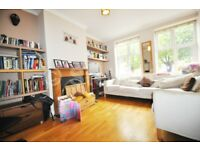 Massive and bright 4 bedroom property is set within easy access to both Highgate and East Finchley t