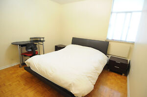 APR 1 - Midtown 3 min to Sub - Private master bedroom Apt Share