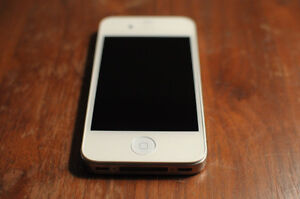 iPhone 4s 16GB, white  For Sale