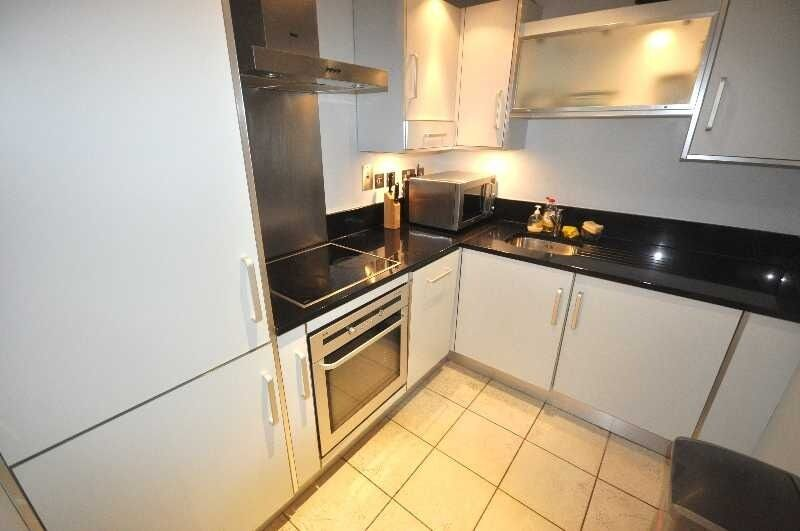 *Great 3 bedroom 2 bathroom flat private building near UCL fitted kitchen available 12 June CALL NOW