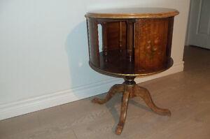 Belle petite table ronde antique