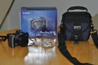 Canon PowerShot Pro Series S5 IS 8.0MP w/camera bag