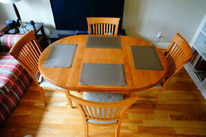 Maple wood dining room table with 4 chairs West Island Greater Montréal image 4