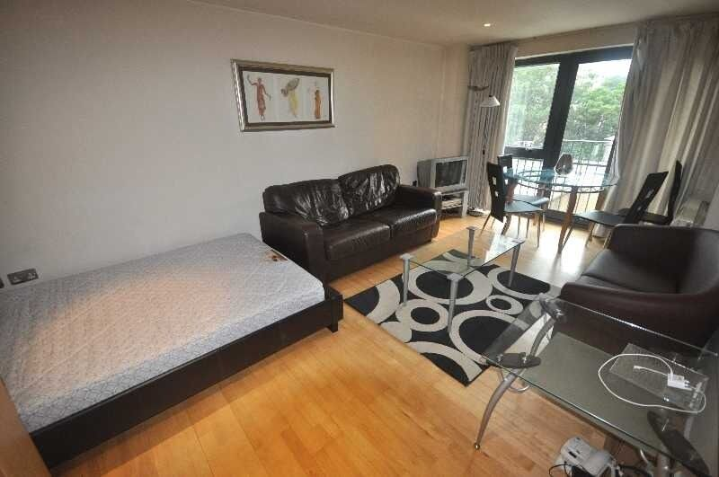 *No Admin Fee Great 3 bedroom 2 bathroom flat private building near UCL fitted kitchen available NOW