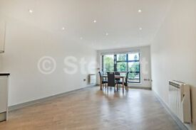 3 bedroom flat in Mile End Road, London, E1