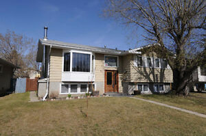 Beautifully Renovated Family home FOR SALE in Spruce Grove