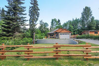 Beautiful 1 year old Rancher moments from town with privacy