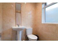 4 bedroom flat in Oaklands Grove, Shepherd's Bush, W12