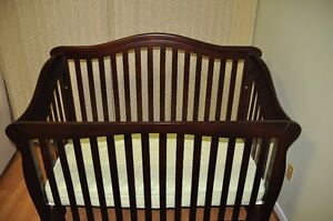 MOTHER HUBBARD CRIB Almost New